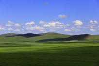 蓝天下的呼伦贝尔大草原