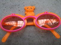 一副儿童眼镜