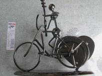 自行车上的骨头人
