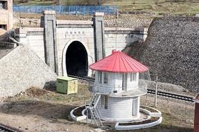 1904年建成的兴安岭隧道
