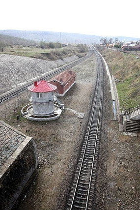 通往隧道的铁路