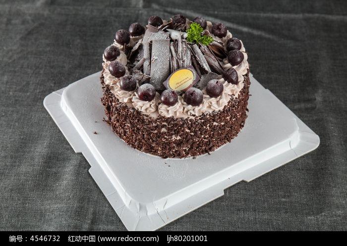 美味樱桃黑森林蛋糕图片