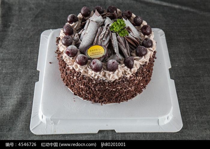 巧克力黑森林蛋糕图片