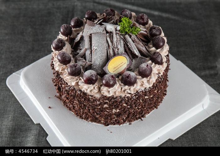 诱人樱桃黑森林蛋糕图片