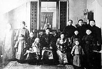 1930年成德全家在海拉尔故居合影