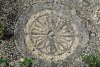 南山寺石子拼接的佛教图案