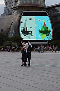 广场上电视墙