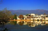 宏村湖畔古建筑