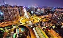 车来车往的城市立交桥