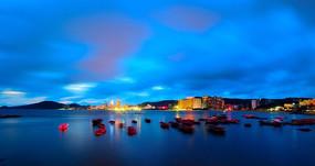 夜幕下的渔船码头