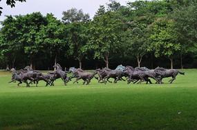 运动的马的雕塑