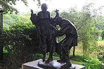 两个铜人雕塑