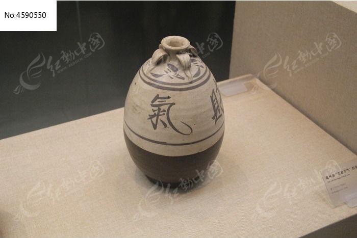 漂亮的古代花纹瓶子