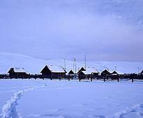 冰雪覆盖的临江村