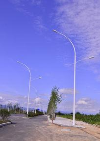 道路边上的路灯