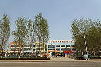街边的幼儿园建筑