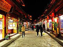 丽江古城夜色下的酒吧街