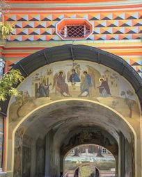 谢尔盖三圣大修道院门廊