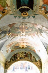 谢尔盖三圣大修道院门廊顶部