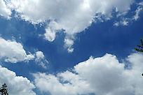 清新的蓝天白云素材