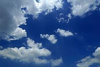 湛蓝色的蓝天白云背景素材