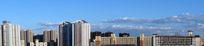 蓝天下的城市社区全景图