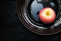 盘子里的苹果