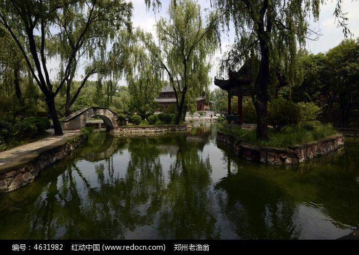 石桥 小桥 水景 流水 大殿 柳树 古建筑 名胜 古迹 景区 风景 景点