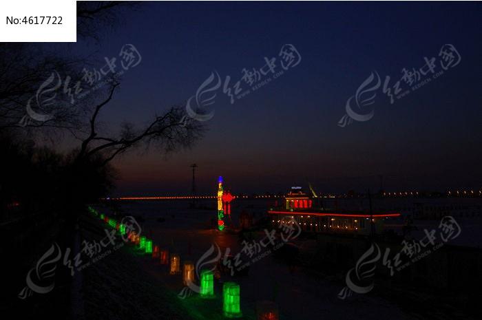 江边灯饰夜景图片