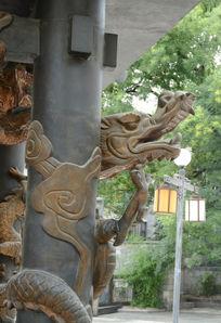 梁柱龙雕塑