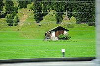 路边的小木屋
