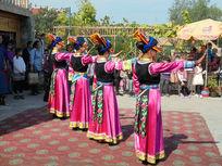 羌族少女舞蹈服饰