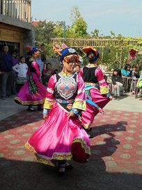 羌族巫舞美女