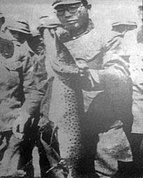 日本守备队士兵与乌苏里江大狗鱼