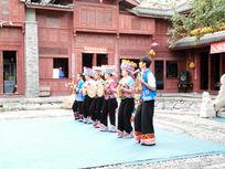 彝族跳芦笙表演