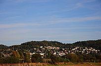 大山里的城市风景
