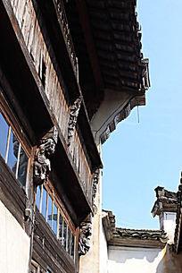 古民居的房屋屋檐侧面特写