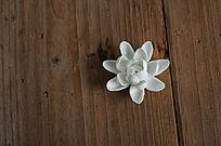 木板上的莲花