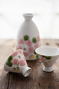 手绘陶瓷酒杯