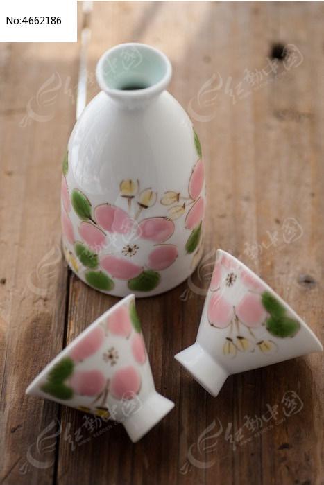 手绘陶瓷酒器图片
