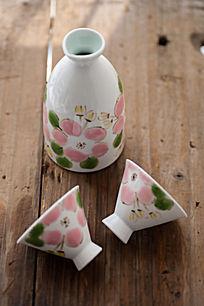 手绘樱花釉下彩酒具