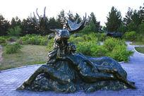 驼鹿与美女雕塑
