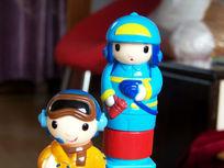 玩具人偶消防员与飞行员