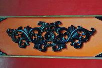 世界文化遗产圆明新园院内门上的黑色提花木雕