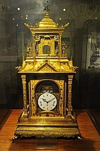 古老的铜雕钟