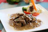 瑞士蘑菇小牛肉特写图西餐