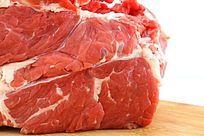 色泽鲜明的大块生牛肉