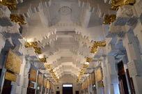 斯里兰卡庙里顶部特色建筑