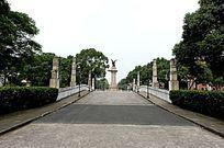 松江影视基地和平广场雕像远景