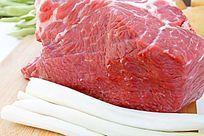 新鲜的大块生牛肉高清大图